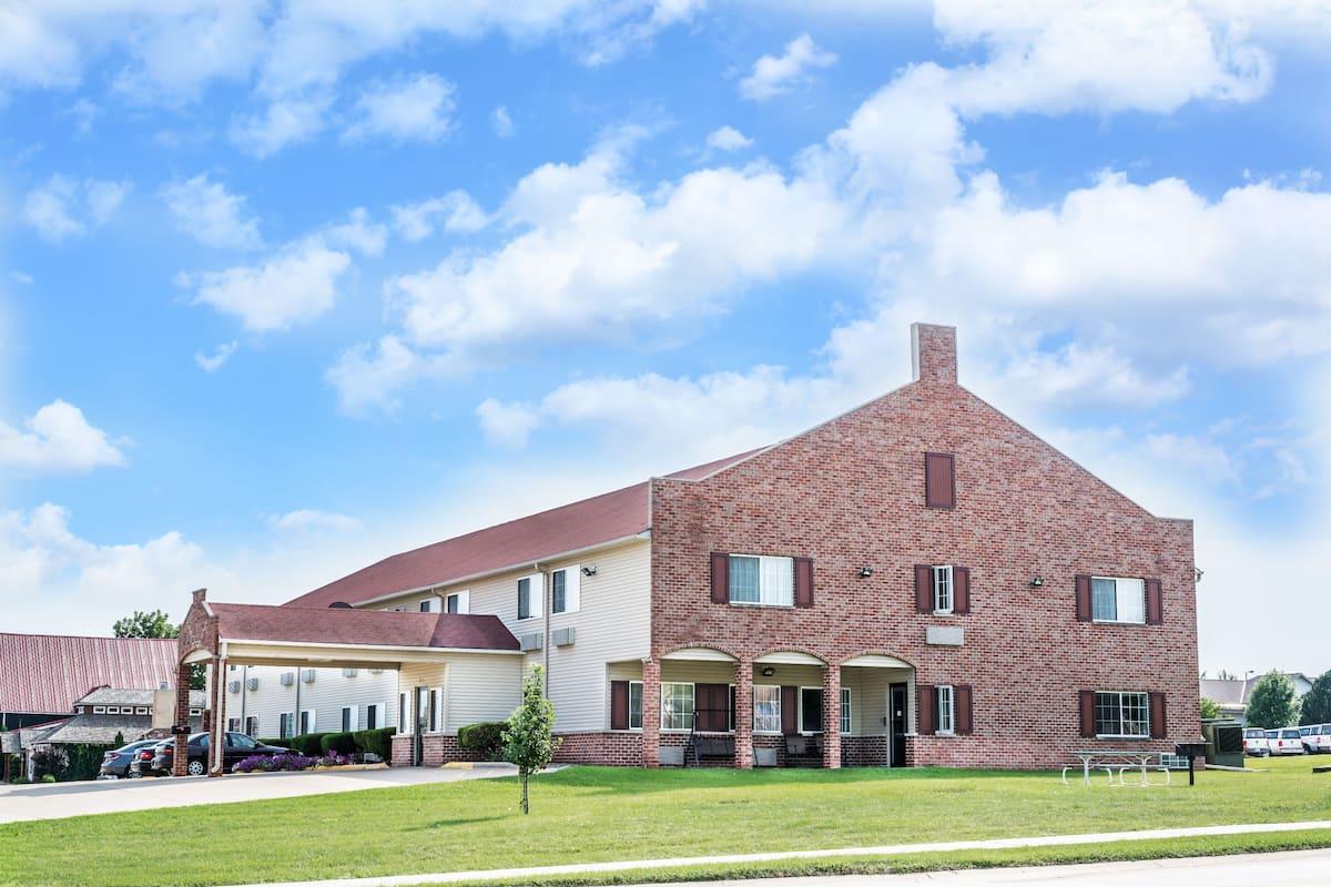Exterior Of Super 8 Orange City Hotel In Iowa