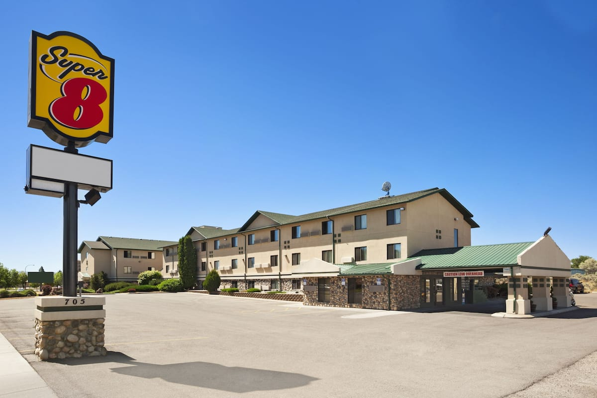 Exterior Of Super 8 Idaho Falls Hotel In