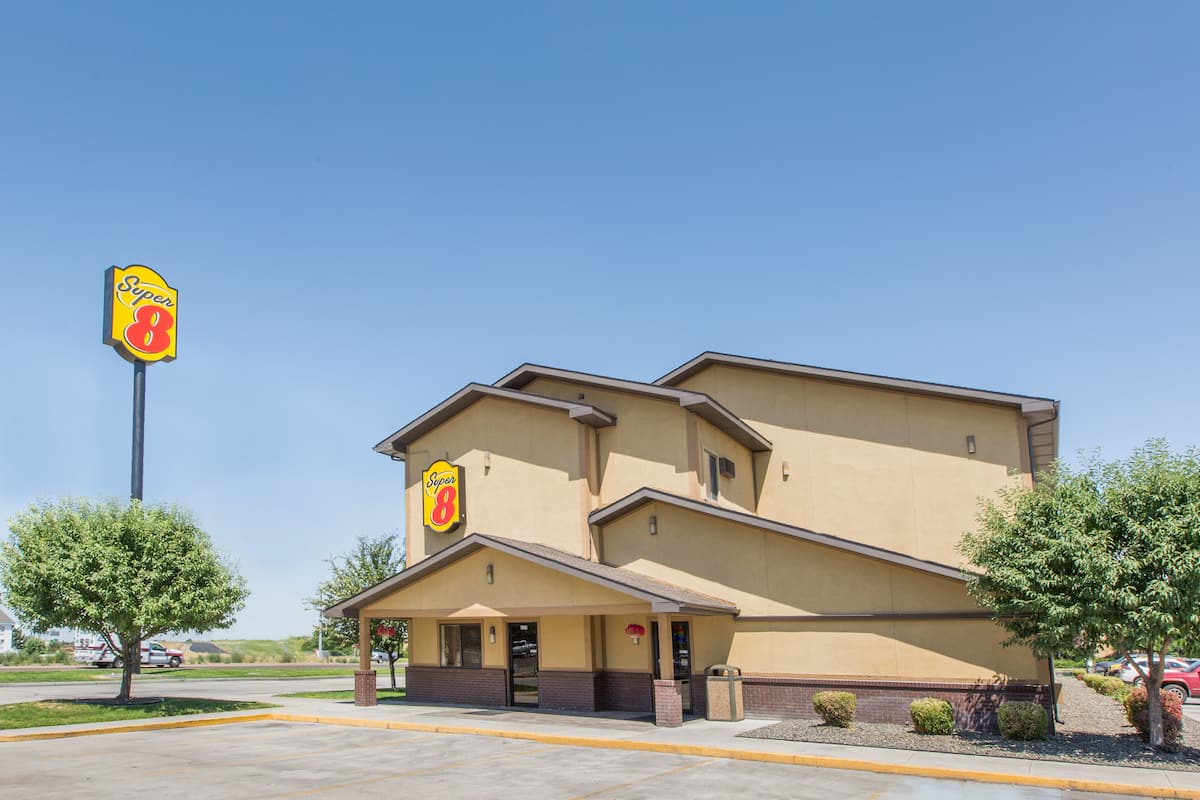 Exterior Of Super 8 Nampa Hotel In Idaho