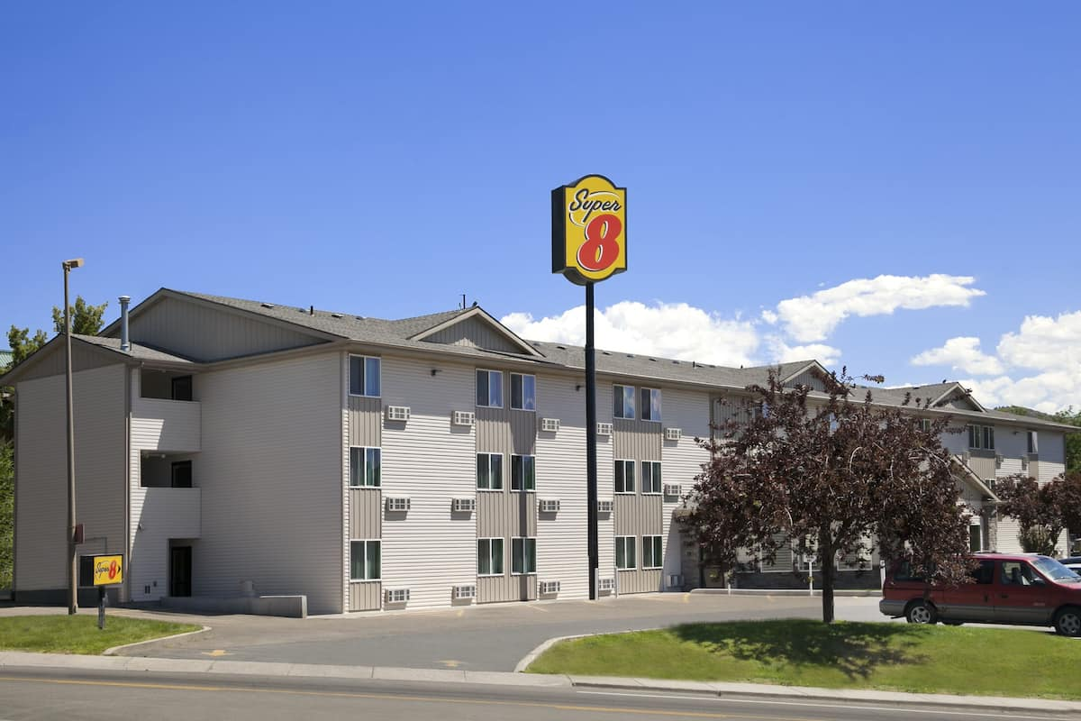 Exterior Of Super 8 Pocatello Hotel In Idaho