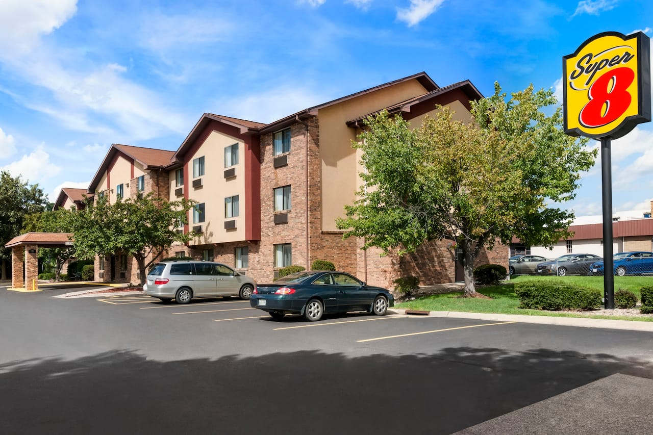 Super 8 by Wyndham Peoria East in Peoria, Illinois