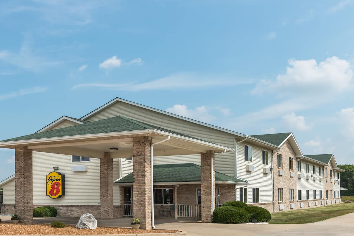 Exterior Of Super 8 Greenville Hotel In Illinois