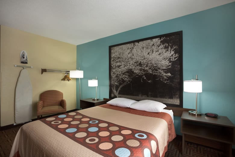 Guest Room At The Super 8 Mt Vernon In Mount Illinois