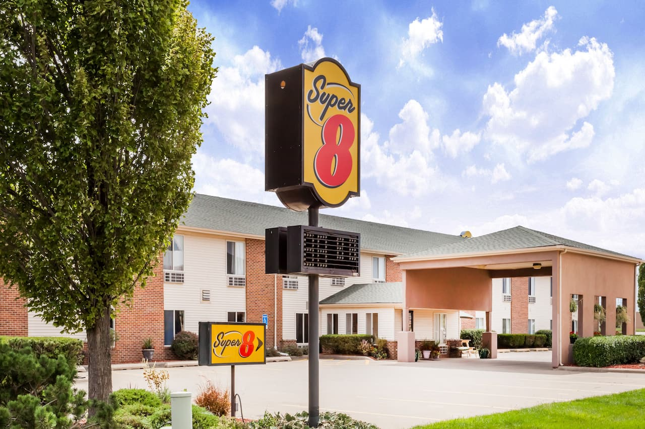 Super 8 by Wyndham Pekin/Peoria Area in  Canton,  Illinois
