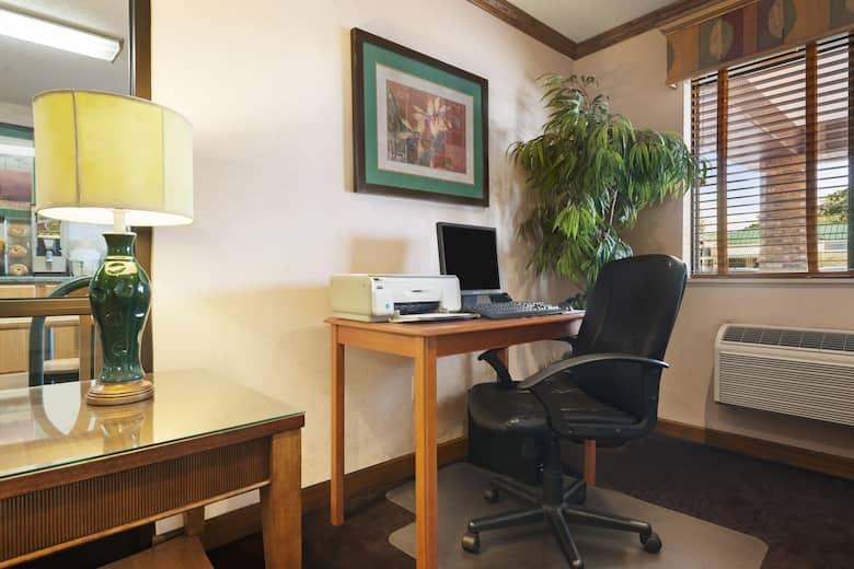 Super 8 Peoria Business Center In Illinois