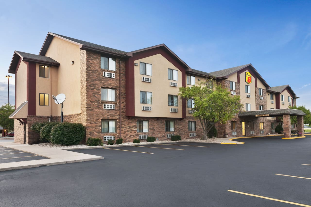 Super 8 by Wyndham Peoria in  Canton,  Illinois