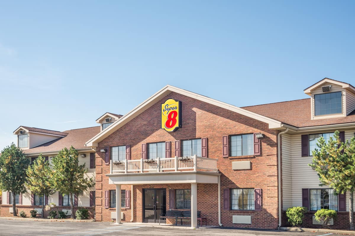 Exterior Of Super 8 Madison Hanover Area Hotel In Indiana