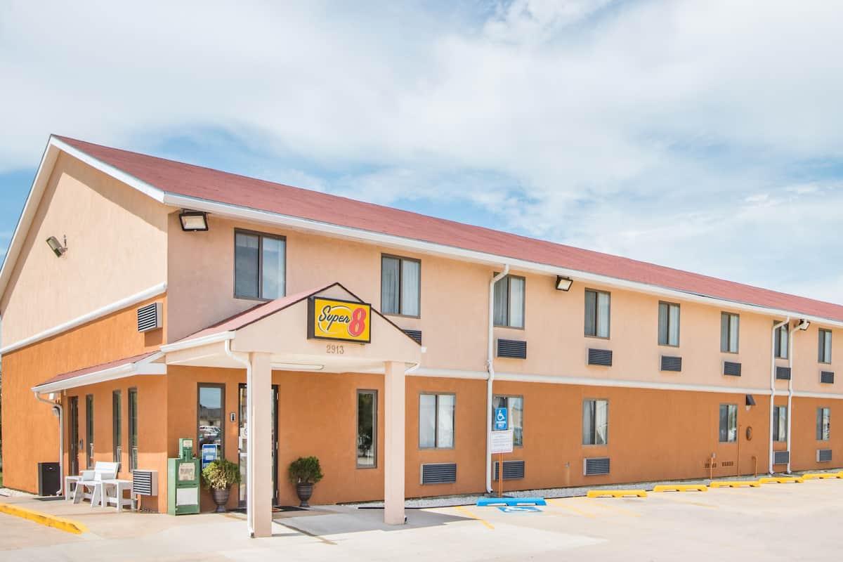 Americas Best Inn And Suites Emporia Super 8 Emporia Emporia Hotels Ks 66801