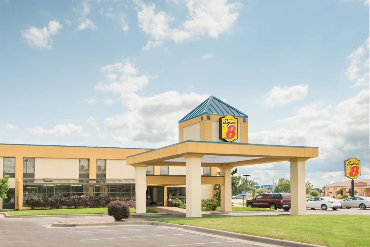 Exterior Of Super 8 Wichita South Hotel In Kansas