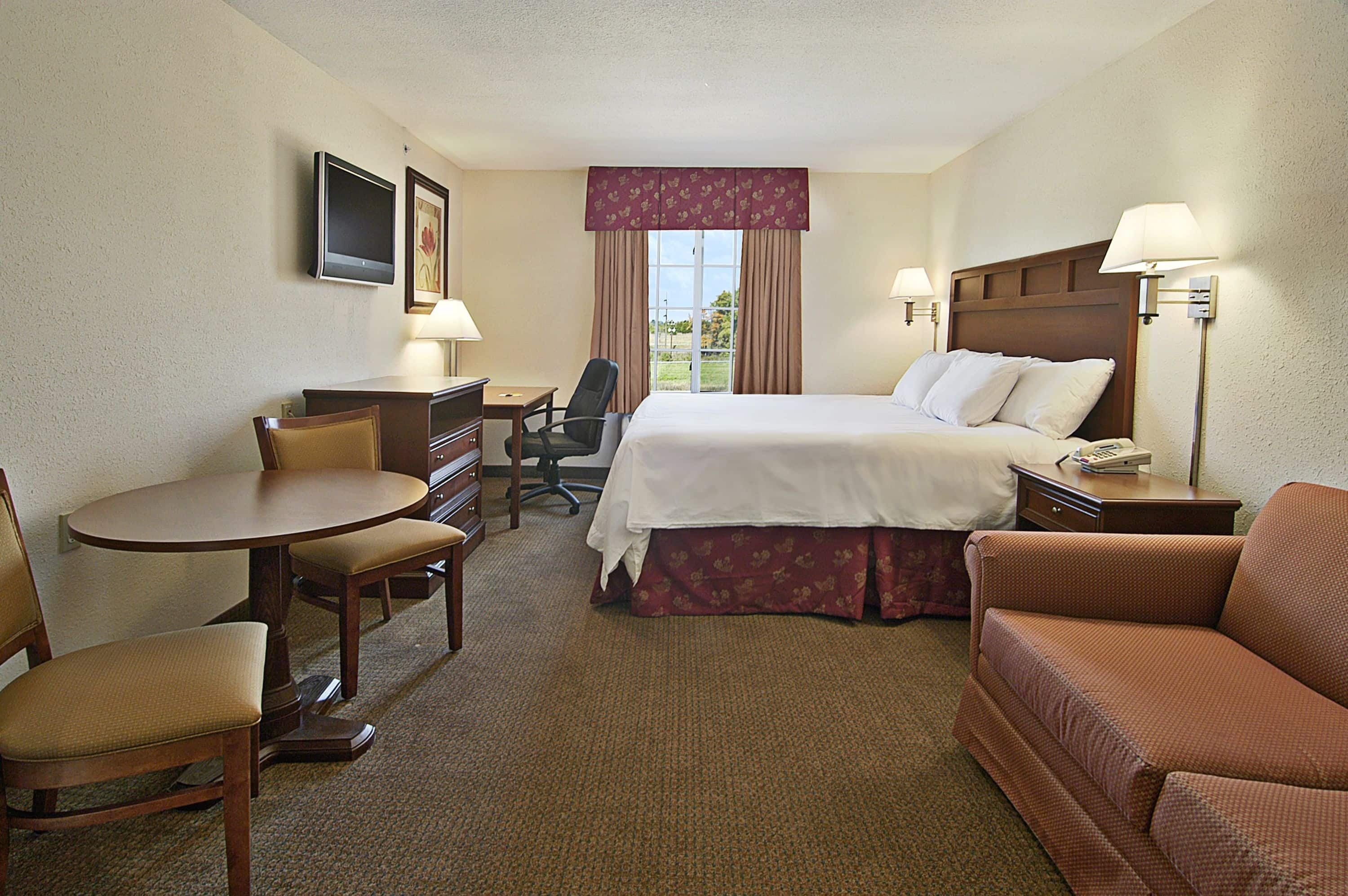 Guest Room At The Super 8 Bowling Green North In Bowling Green, Kentucky