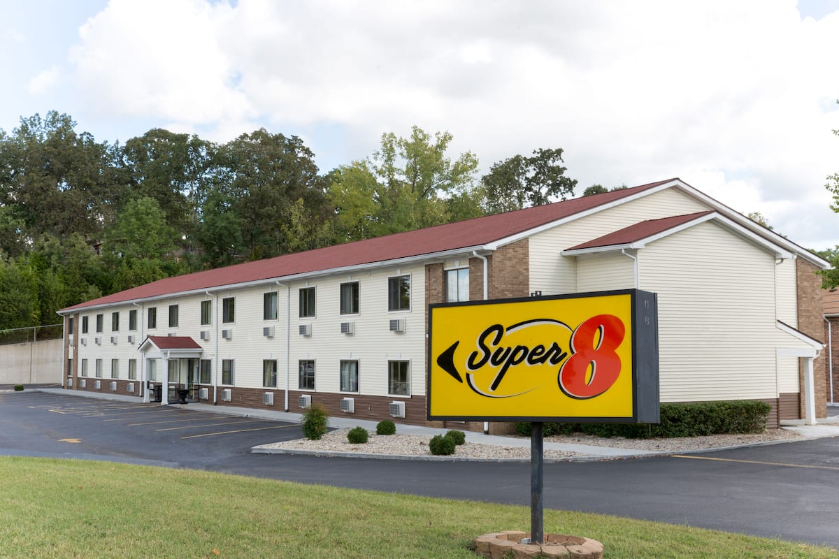 Exterior Of Super 8 Radcliff Ft Knox Area Hotel In Kentucky
