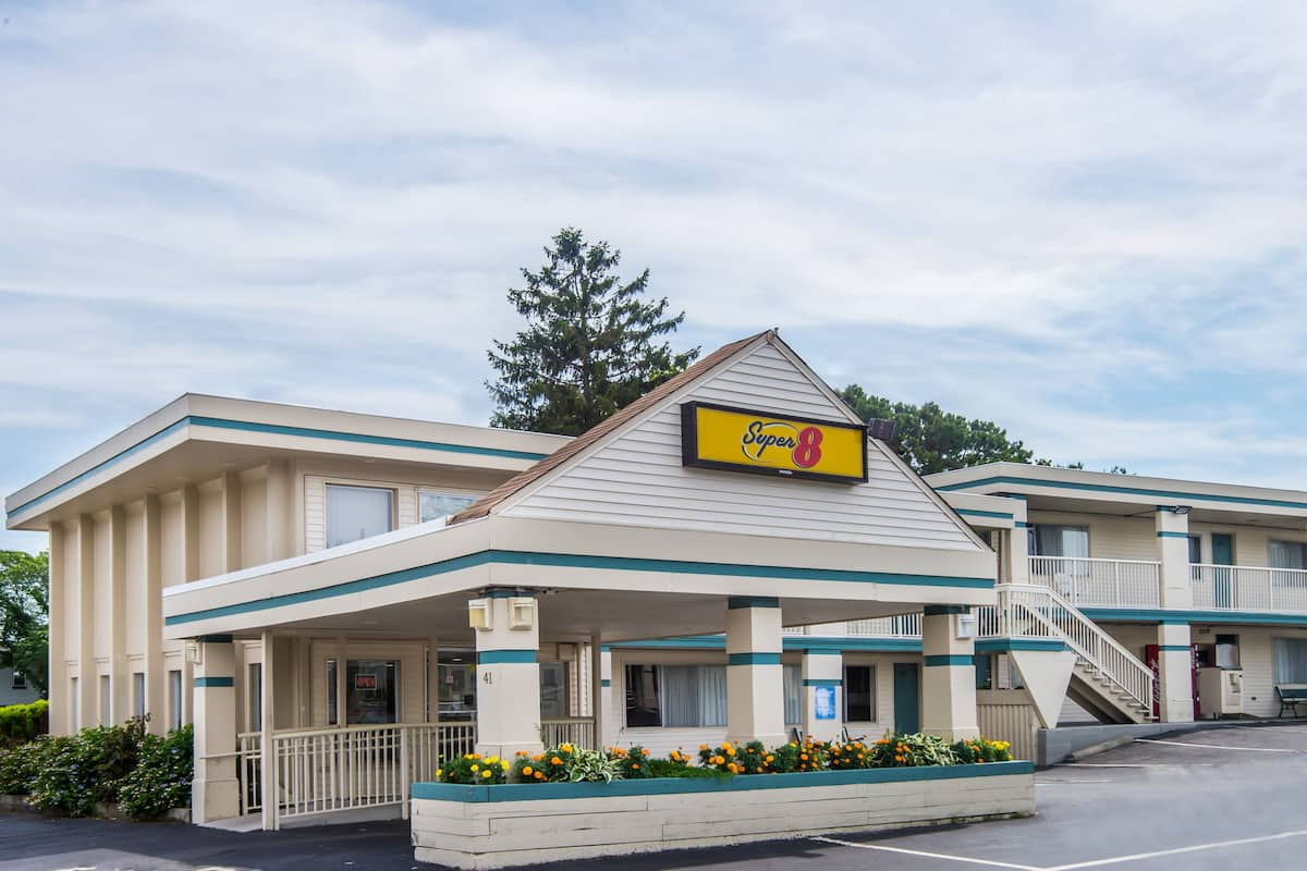 Exterior Of Super 8 W Yarmouth Hyannis Cape Cod Hotel In West Machusetts