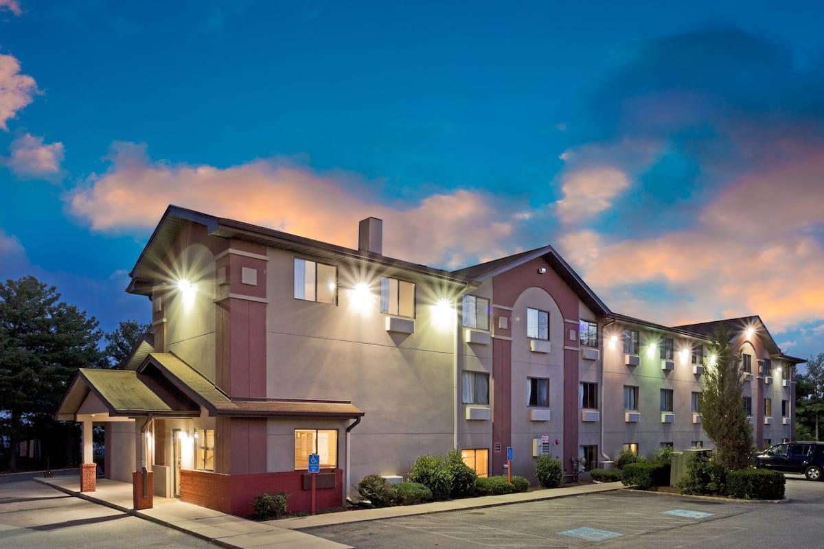 Exterior Of Super 8 Lexington Park California Area Hotel In Maryland