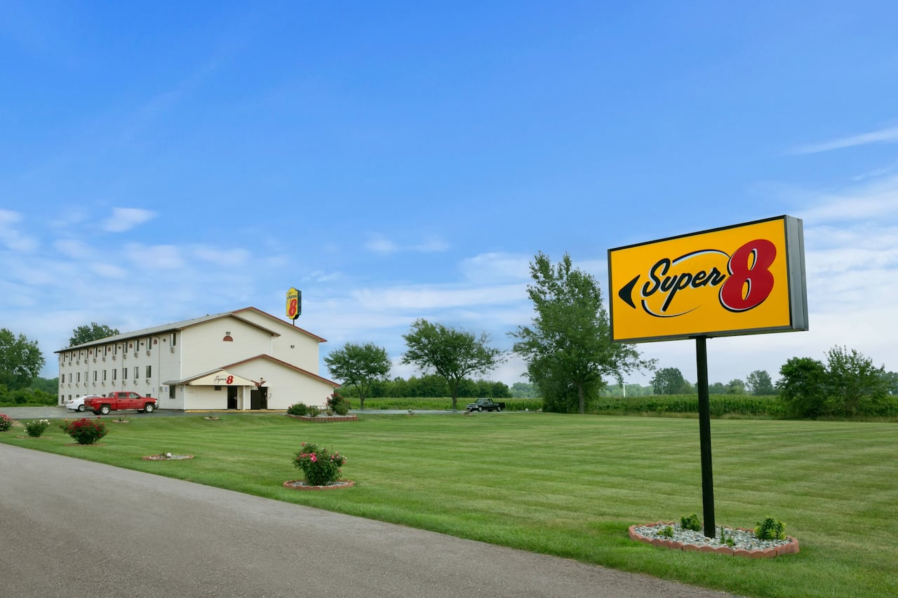 Super 8 by Wyndham Saginaw in Frankenmuth, Michigan
