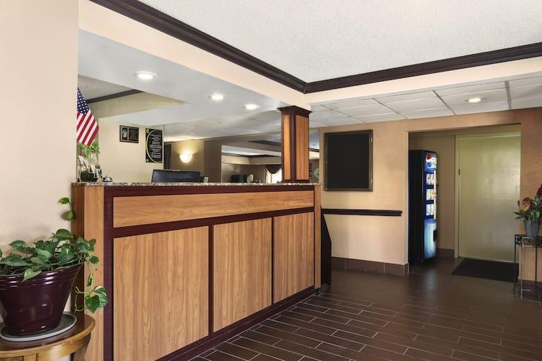 Super 8 By Wyndham Taylor Detroit Area Hotel Lobby In Michigan