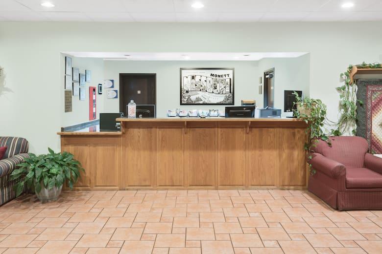 Super 8 By Wyndham Monett Hotel Lobby In Missouri