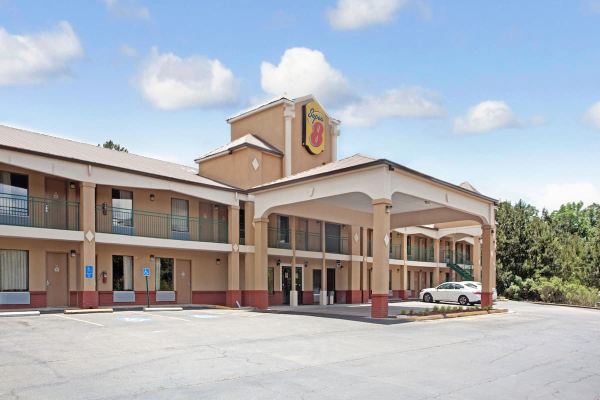 Exterior Of Super 8 By Wyndham Pearl Jackson East Hotel In Mississippi