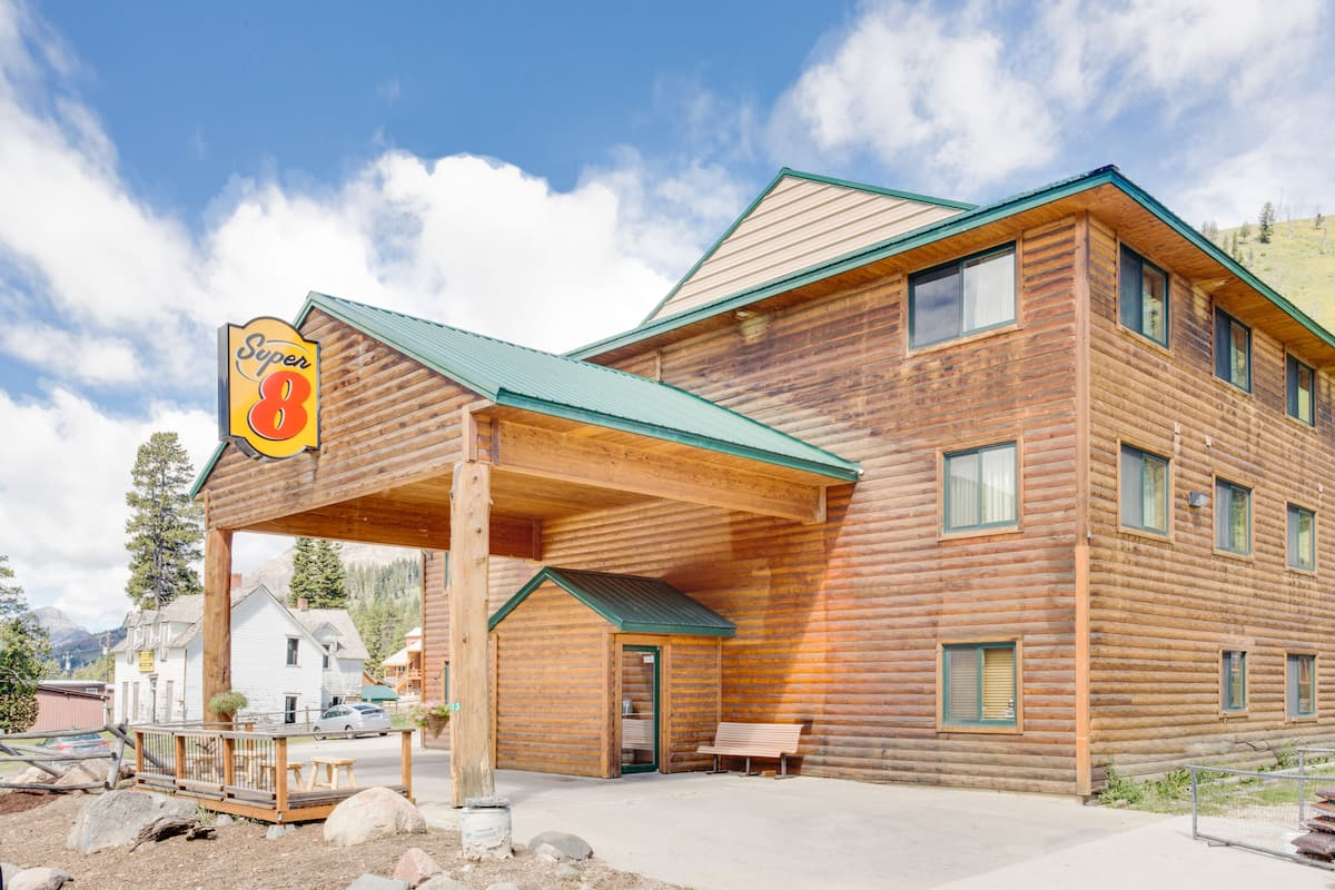 Exterior Of Super 8 Cooke City Yellowstone Park Area Hotel In Montana