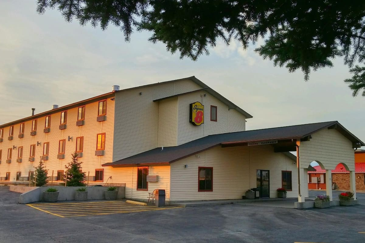 Exterior Of Super 8 Dillon Hotel In Montana