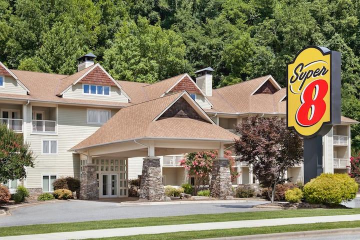 Super 8 By Wyndham Cherokee Cherokee Nc Hotels