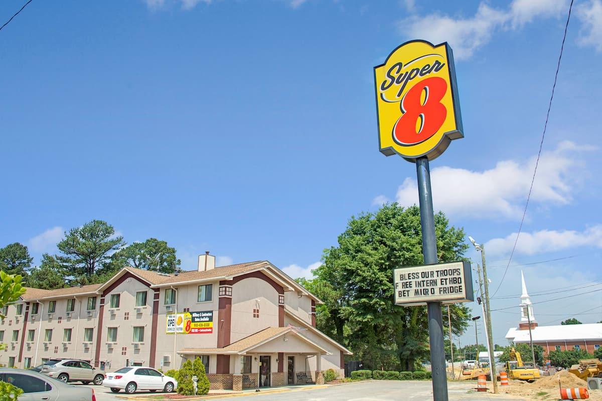 Exterior Of Super 8 Spring Lake Fort Bragg Hotel In North Carolina
