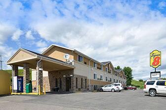 Exterior Of Super 8 Minot Hotel In North Dakota