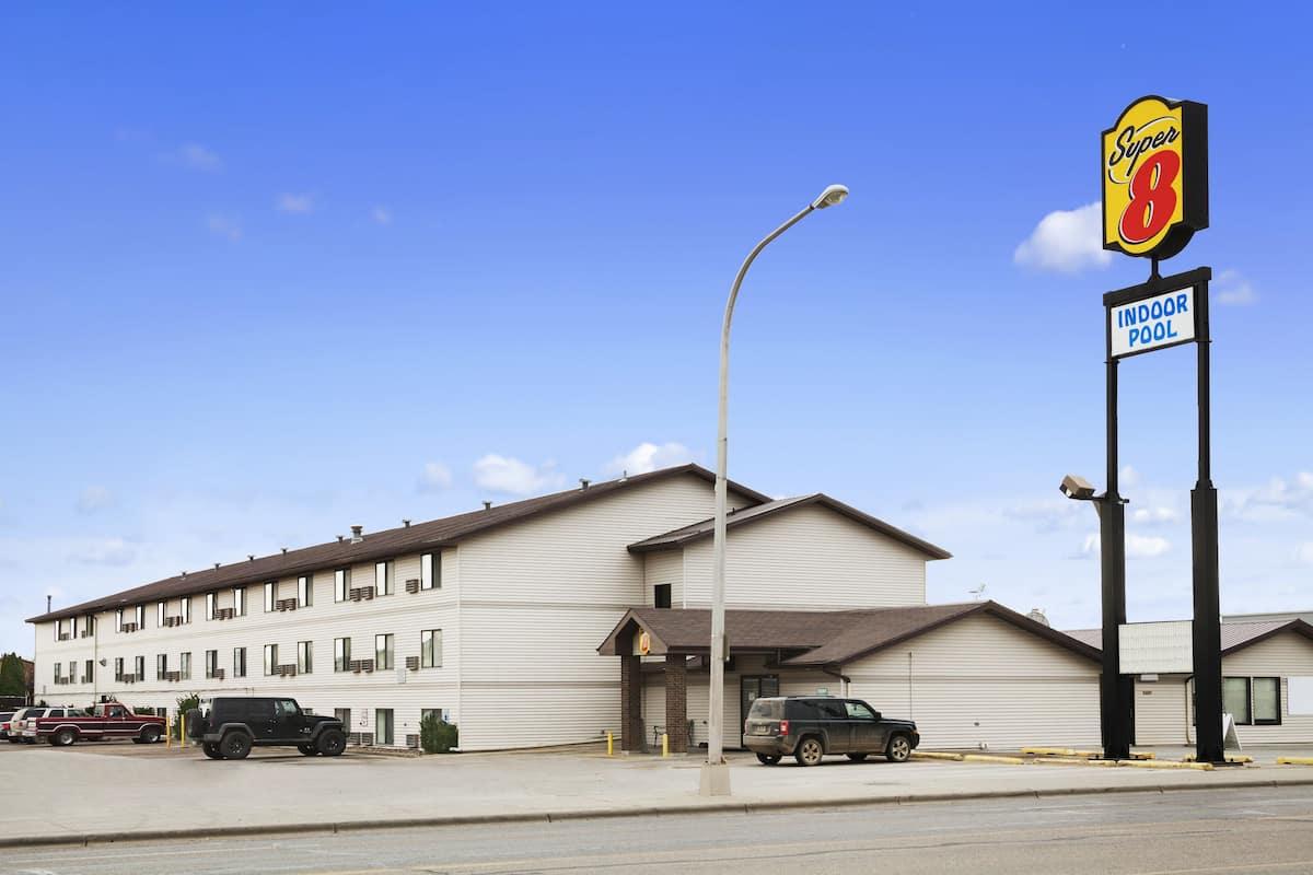 Exterior Of Super 8 Williston Nd Hotel In North Dakota