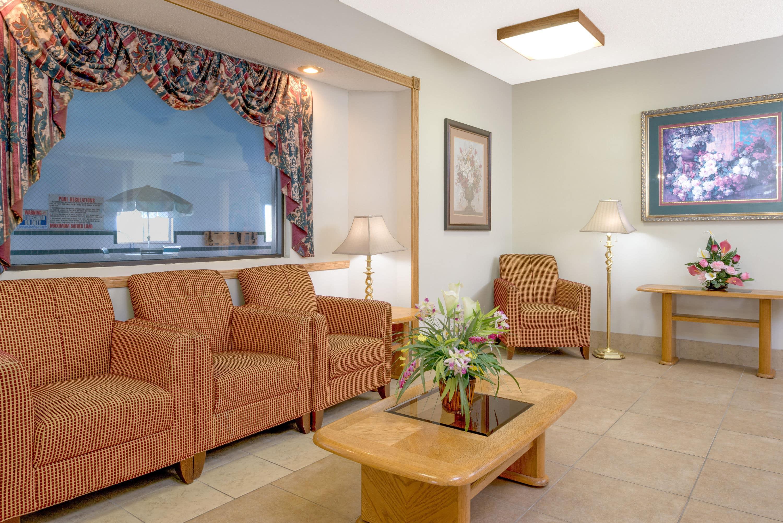 Super 8 Gretna Hotel Lobby In Gretna Nebraska   Motels In Valentine Ne