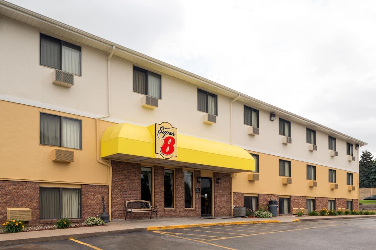 Exterior Of Super 8 Omaha Ne Hotel In Nebraska