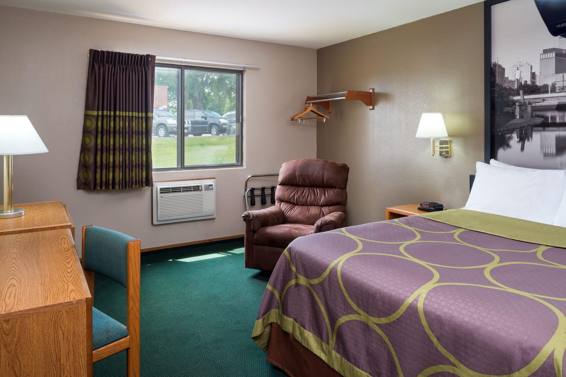 Super 8 By Wyndham Omaha Ne Omaha Ne Hotels