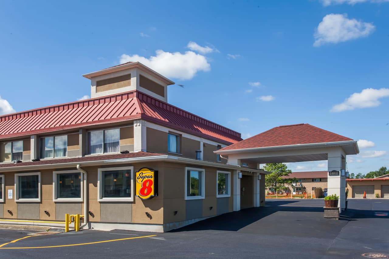 Super 8 by Wyndham Hamburg in  Fort Erie,  Ontario