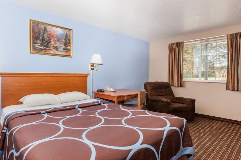 Guest Room At The Super 8 By Wyndham Johnstown Gville In New York