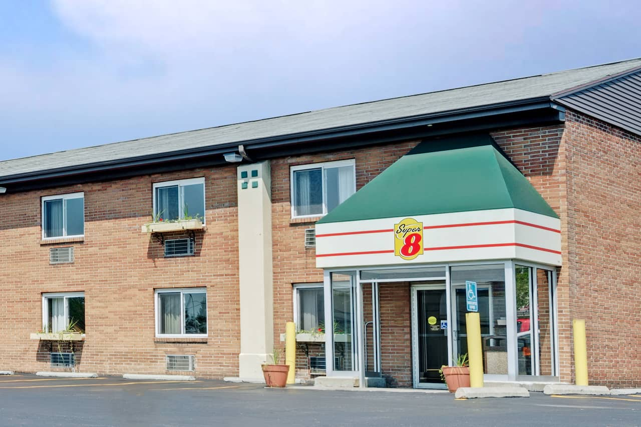 Super 8 by Wyndham Kenmore/Buffalo/Niagara Falls Area in  Fort Erie,  Ontario