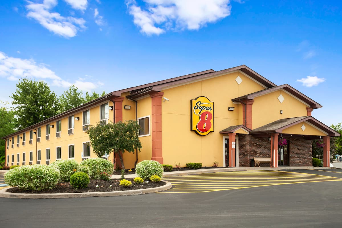 Exterior Of Super 8 By Wyndham Oneida Verona Hotel In New York