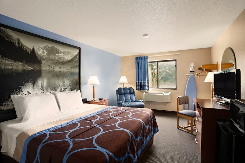 Guest Room At The Super 8 Oneida Verona In New York