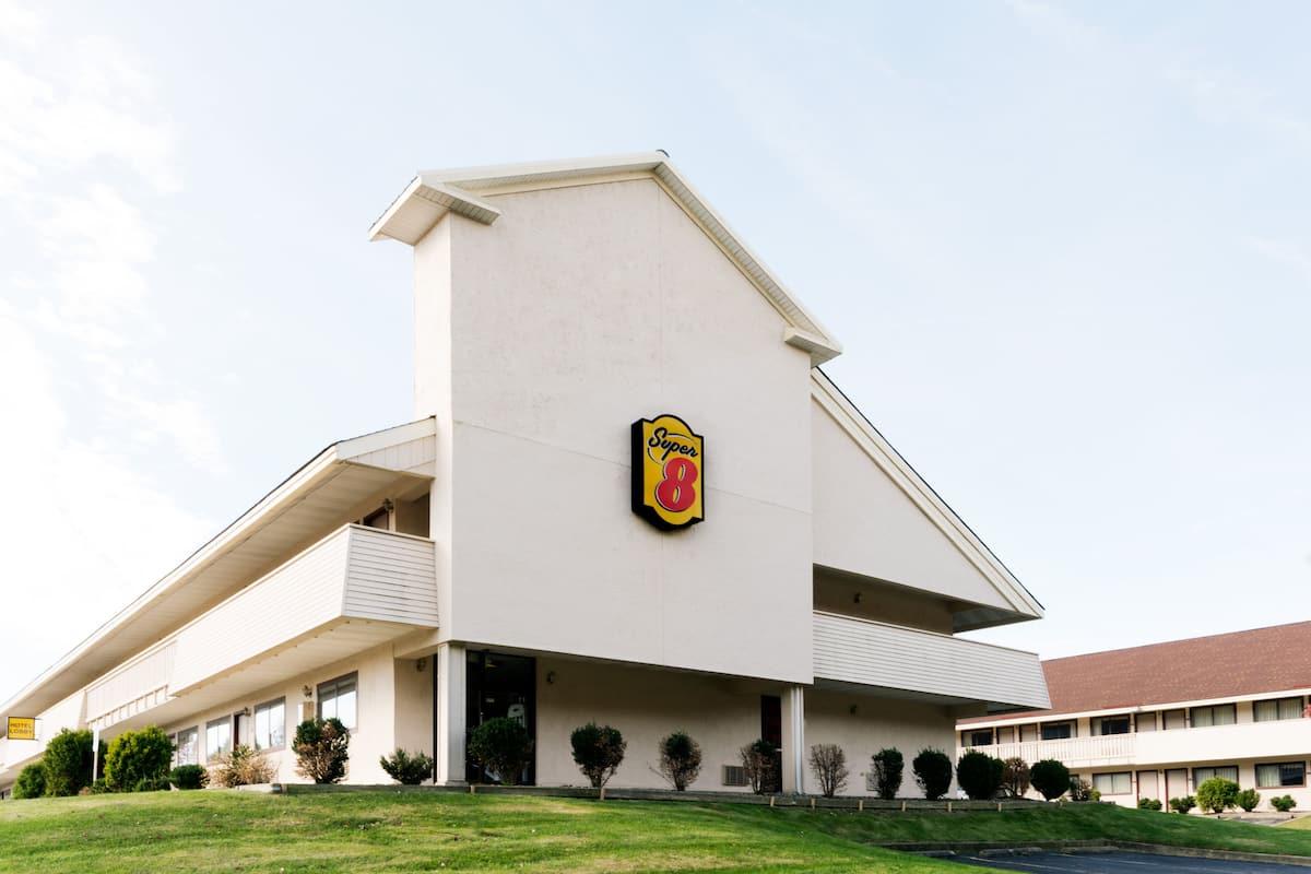 Super 8 Strongsville/Cleveland | Strongsville Hotels, OH 44136