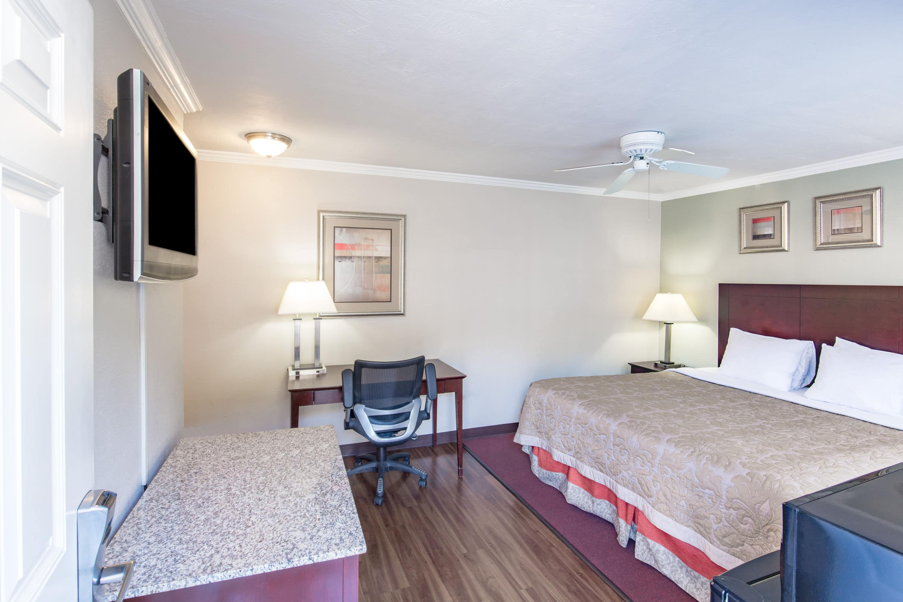 Stunning Guest Room At The Super Coos Baynorth Bend In Bay Oregon With Hotels Near Or