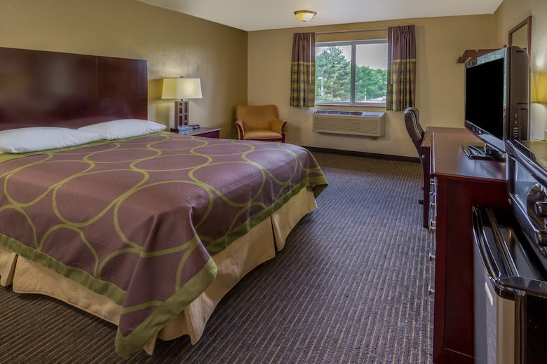 Guest Room At The Super 8 By Wyndham Woodburn In Oregon
