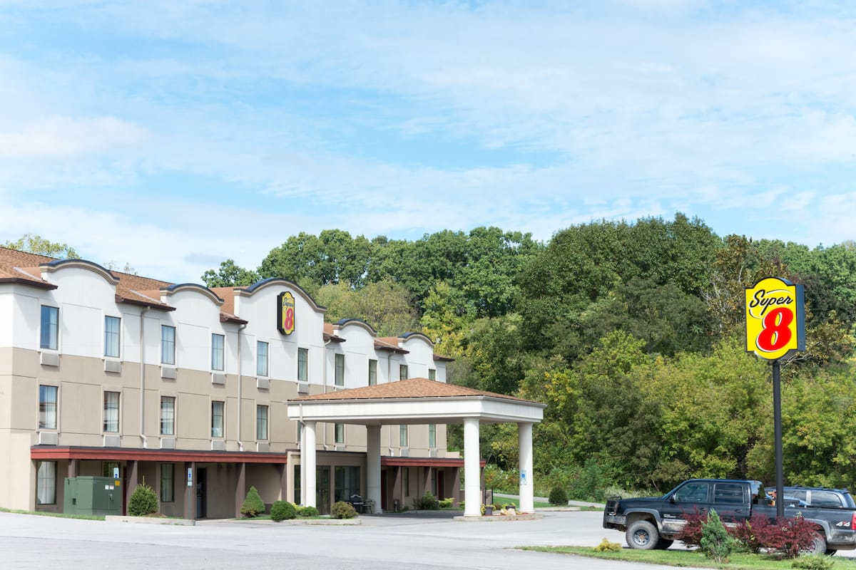 Exterior Of Super 8 By Wyndham Beaver Falls Hotel In Pennsylvania