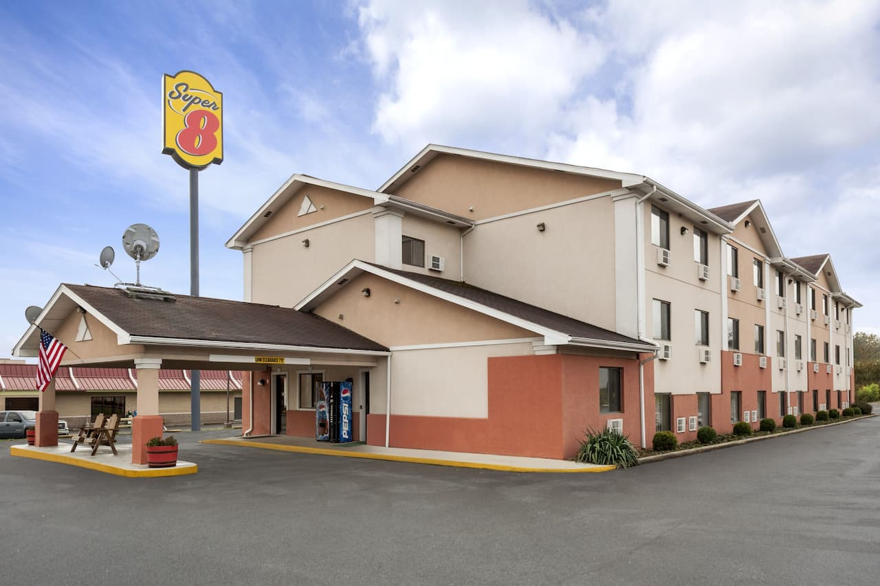 Super 8 by Wyndham Brookville in Shippenville, Pennsylvania