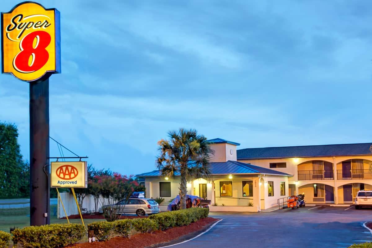 Exterior Of Super 8 Walterboro Hotel In South Carolina