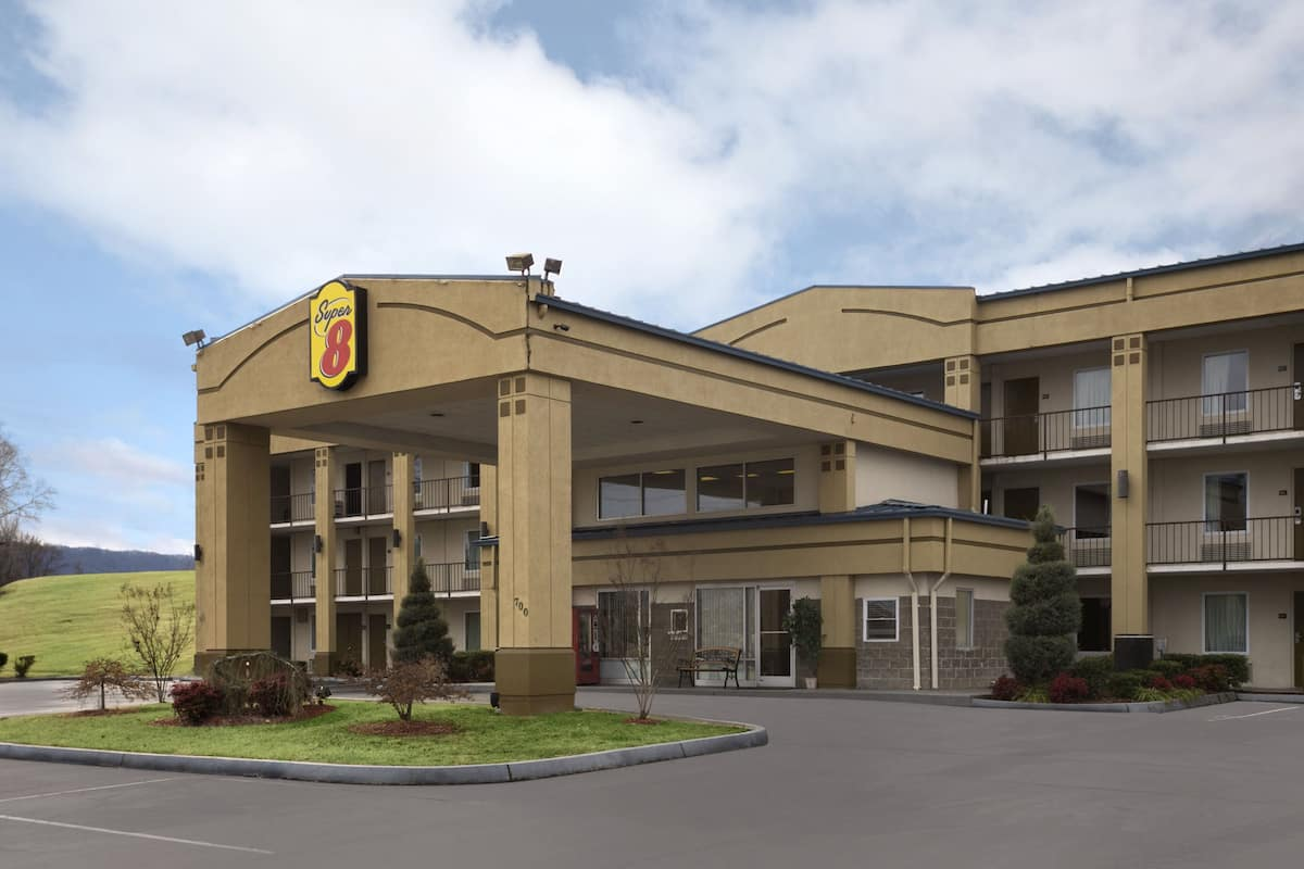 Exterior Of Super 8 Kingsport Hotel In Tennessee