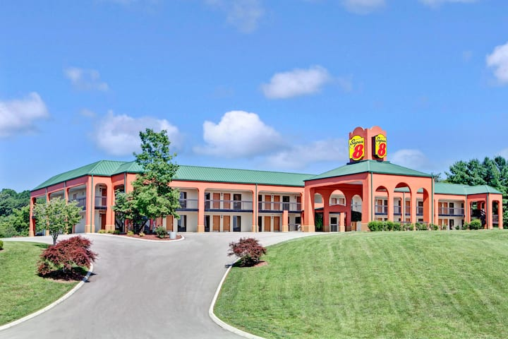 Super 8 By Wyndham Knoxville East Knoxville Tn Hotels