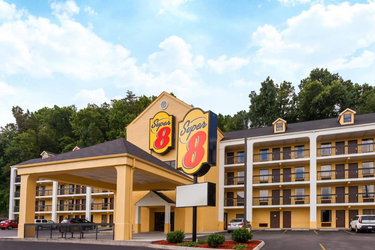 Exterior Of Super 8 Pigeon Forge Emert St Hotel In Tennessee
