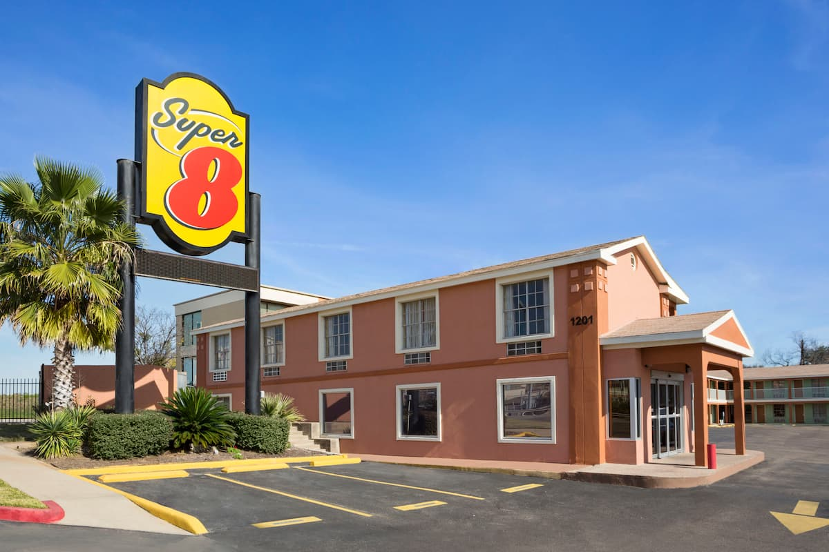 Exterior Of Super 8 By Wyndham Austin Downtown Capitol Area Hotel In Texas