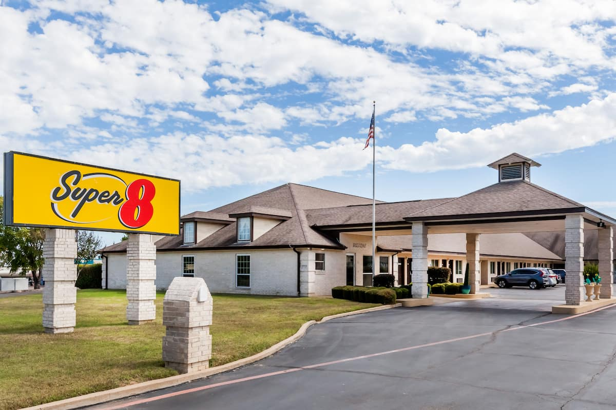 Exterior Of Super 8 Cleburne Hotel In Texas