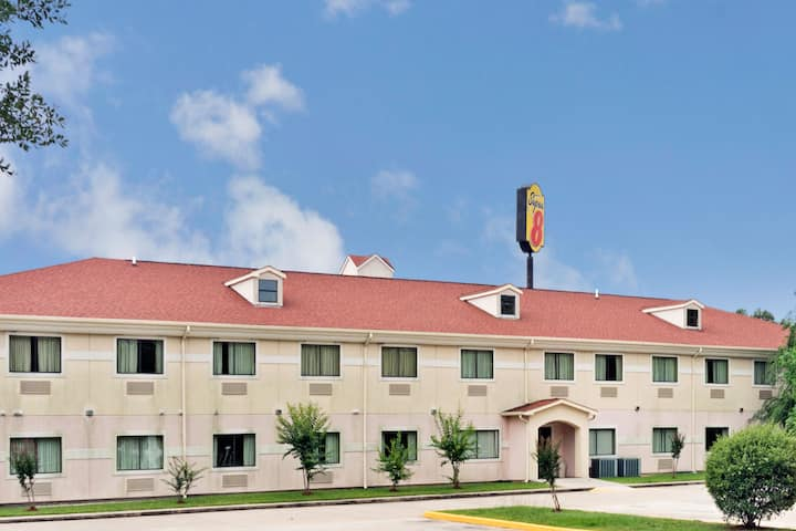 Exterior Of Super 8 By Wyndham Conroe Hotel In Texas