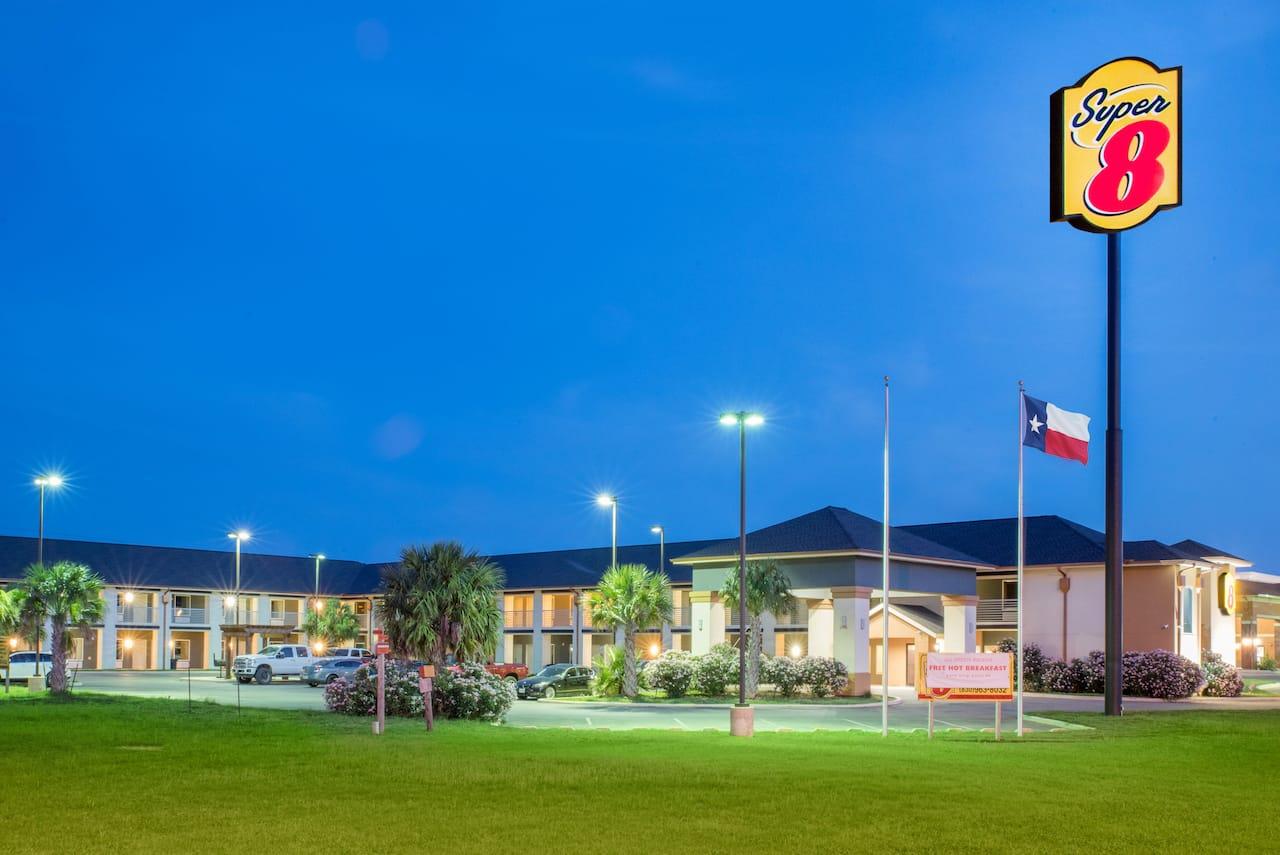 Super 8 by Wyndham Dilley TX in  Cotulla,  Texas