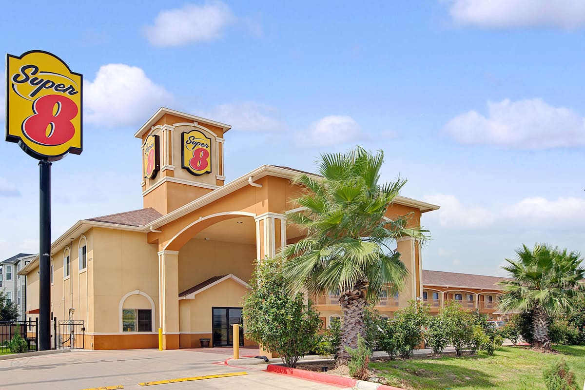 Exterior Of Super 8 Houston North I 45 Hotel In Texas