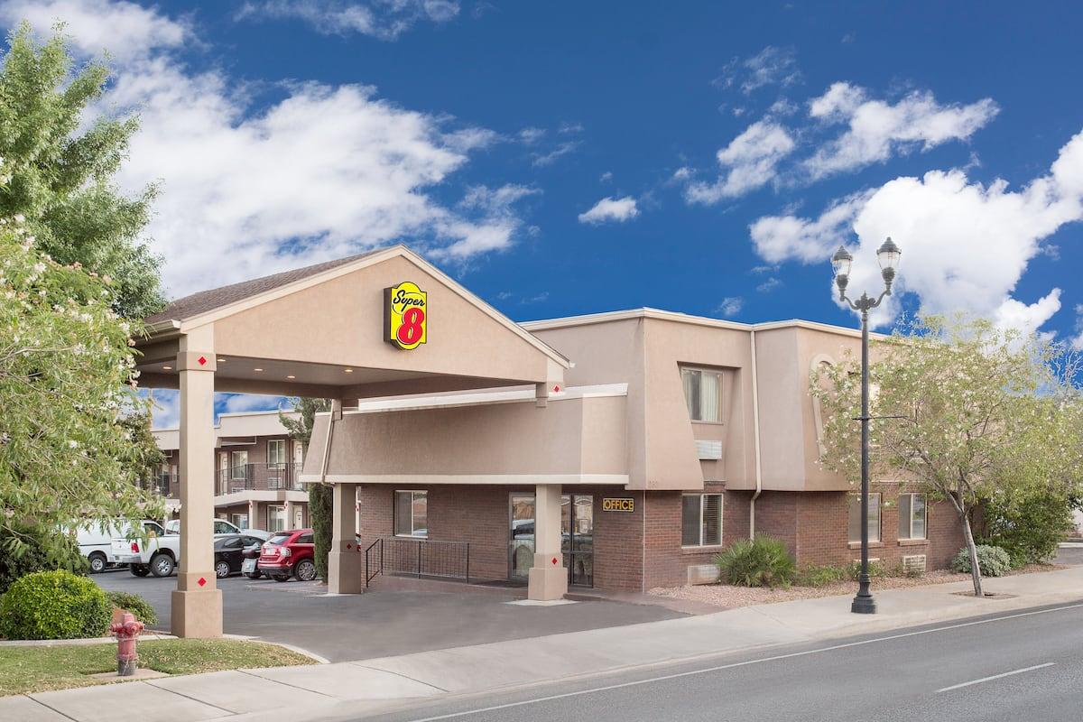 Exterior Of Super 8 St George Ut Hotel In Saint Utah